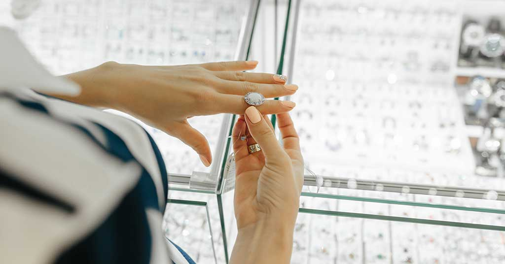 Pawning Diamond Jewellery in SA: What's Involved